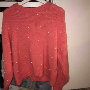 En stickad tröja från Gina tricot