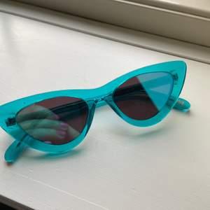 Helt nya aldrig använda chimi solglasögon. Det är modellen #006 färgen aqua i mirror lens! Nypris 1000, säljer för 350