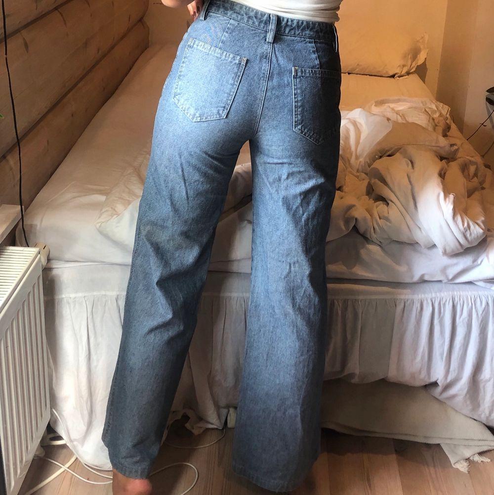 Jättenajs jeans med mellanväg midja som tyvärr är lite för korta för mig 😢. Jeans & Byxor.