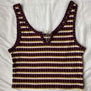 Ett linne köpt i Australien, aldrig använt utan endast testad. Prislapp & allt är kvar! Det är blandade färger som man ser på bilden!