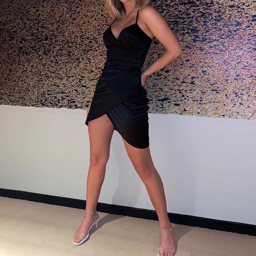 Jätte fin klänning från Nelly som sitter super bra!!! Storlek XS. Bara fåtal gånger använd.. Klänningar.