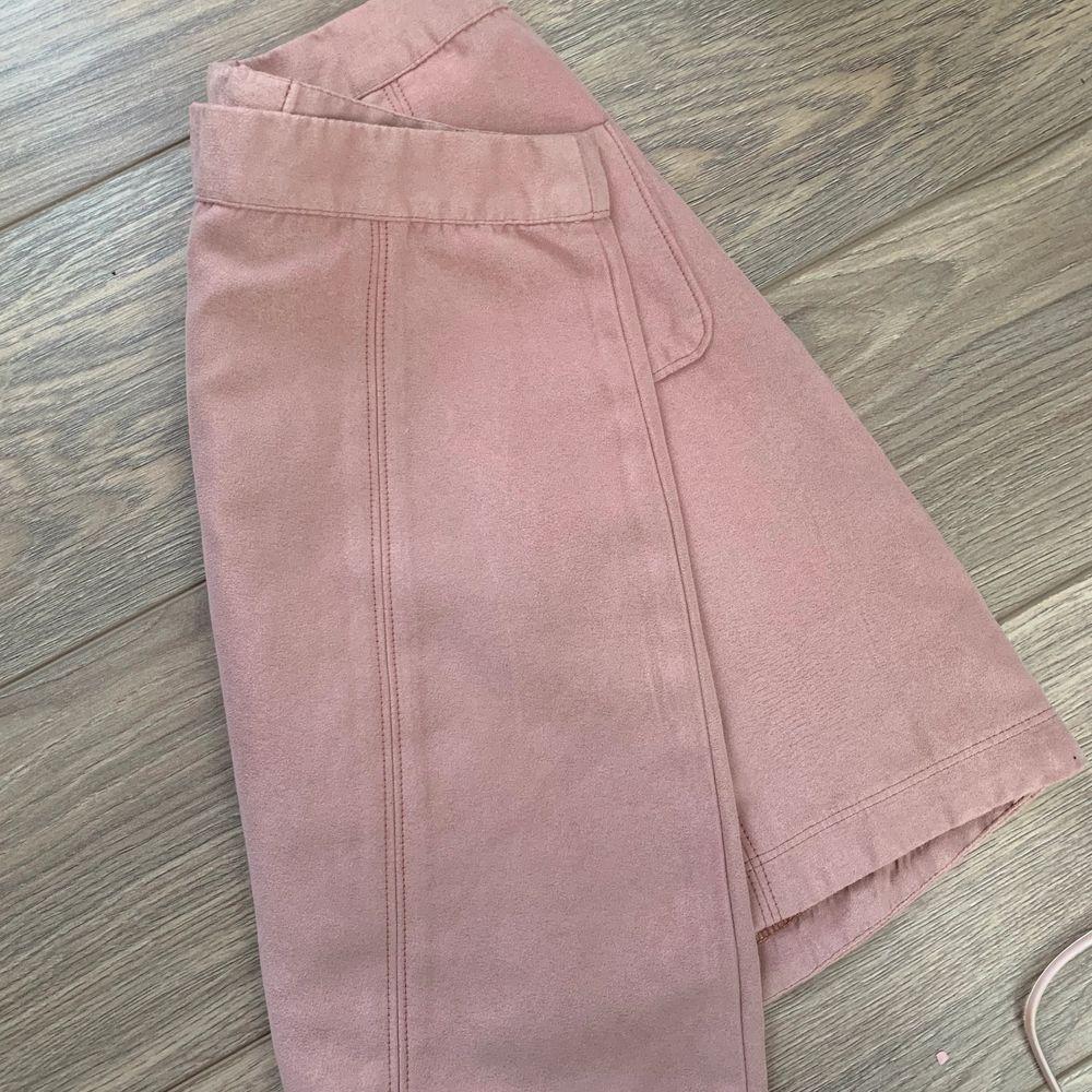 Söt kjol från hollister passar xs. Kjolar.