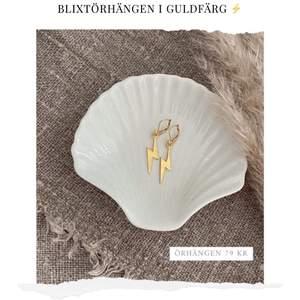 Blixtörhängen i guldfärg ⚡️ Nickelfria! Finns även i silver. Finns flera stycken. Frakt 11 kr. Fler modeller på insta: moon.jwlry 🌙