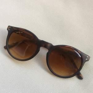 leopardmönstrade solglasögon. nyskick!