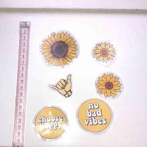 🌸 6 st klistermärken med gula motiv, jättefina att t.ex. sätta på datorn/mobilen, eller på ett block 🌸 25 kr + 9 kr frakt (kolla gärna in mina andra klistermärken som jag säljer)