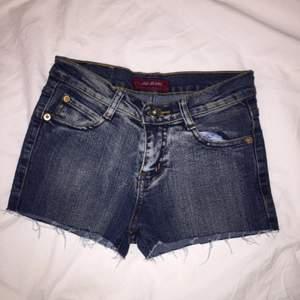 Jeans shorts från märket Jag Jeans, aldrig använda. Frakt inräknat i priset.