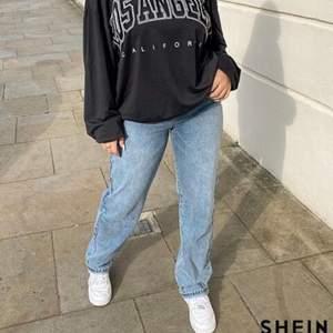 Jättefina raka jeans från SHEIN, råkade köpa två så säljer därmed ena paret!