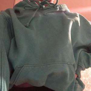 Säljer en turkos hoodie från weekday som jag inte använt så mycket. Hör av er för fler bilder. Storlek xs eller s tror jag