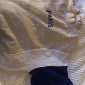 sweatshirt från hm med liten krage, säljer för 80kr inklusive frakt💕