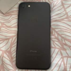 Nollställd iPhone 7. Använd 1 o ett halvt år. Skadad. Skydd är på men kan ta av. Har varit väldigt rädd om den. Köparen står för frakten!!😊 priset kan deskuteras