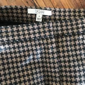 Kjol från Dagmar i storlek 36, kjolen är använd Max 5 gånger så i nyskick. Nypris: 1494:- mitt pris 750:-. Köparen står för frakten på 63:-
