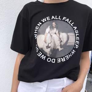 Säljer denna sjukt coola tröja från Bille eilish kollektion. I ny skick