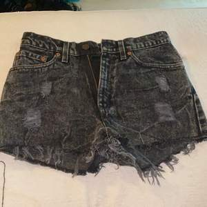 Nya oanvända Levis shorts:) tyvärr försmå för mig (w 25) frakt 30kr