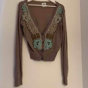 A Noa noa sweater that has been worn but still gives a great feeling for a cozy out and about.