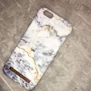 Ideal of Sweden skal, 6/6s iPhone. Ocean marble. Orginalpris: 299kr . En liten del borta/sönder, syns på bilden.  (står ej för frakt, kan möjligtvis mötas upp i Stockholm)