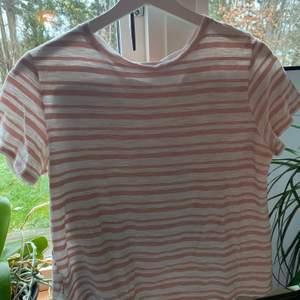 Randig T-shirt från Zara i storlek L. Liten i storleken men superfin💓⚡️💫 pris + frakt