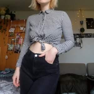 Såå fin rutig skjorta som är lite för tajt för mig! Är vanligtvis en S i toppar och denna skulle jag uppskatta som en XS