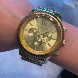 Fake klocka som är mycket använd.