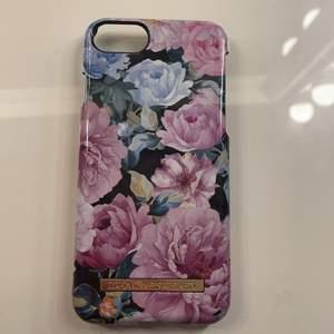 Ett blommigt ideal of Sweden skal inte använt mycket i bra skick 🥰 passar till iPhone 6-8 pris kan diskuteras 🤍har andra ideal of Sweden skal i profilen 💕