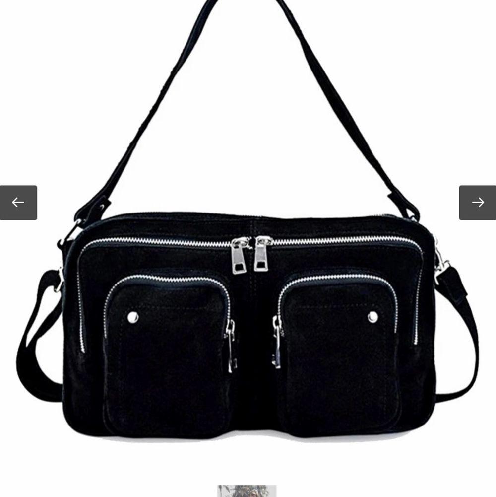 Säljer min nunoo väska då den inte kommer till användning. Väldigt bra skick då den nästan är oanvänd. Kan mötas i stockholm annars betalar du för frakt. Bättre pris vid snabb affär💕 Nypris: 1199kr. Väskor.