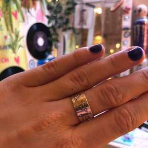 Säljer denna ring som man kan ändra storlek på!🧿👄🧿