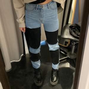 Ett par jeans som jag gjorde om själv😊 ganska tajta men stretchiga❤️