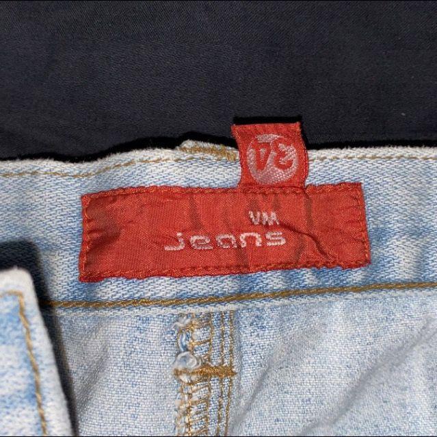 Superfin jeanskjol, storlek 34 men stor i midjan, går lite under rumpan. Om du köper denna och minst tre andra grejer från min sida står jag för frakten 🤩. Kjolar.