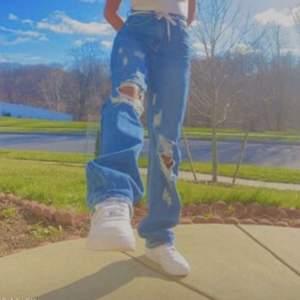 Jeans från shein, lånd bild men ser exakt ut så, strlk M är 169 och dem är långa på mig❤️buda