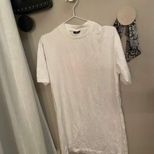 Fin t-shirt klänning från Sweet SKTBS.  Använd ett par gånger, men bra skick.