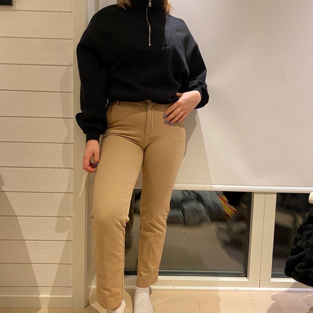 Beigea kostymbyxor från Gina 🌸 knappast använda . Jeans & Byxor.