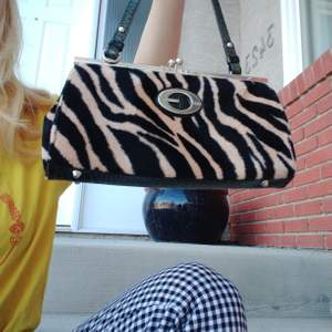 Guess animal print bag. Vintage, not genuine Guess bag but in good condition.
