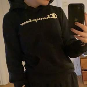 Fin champion hoodie. Säljer pga kommer inte till användning💓