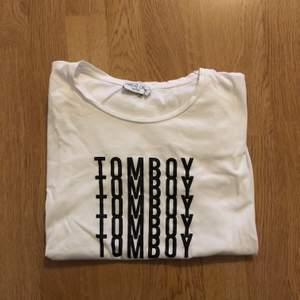 T-shirt från NAKD. Storlek M, köpare står för frakt