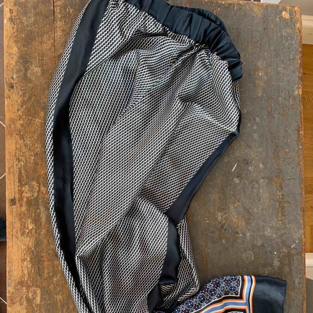 Vida sidenbyxor med mönster. Jeans & Byxor.