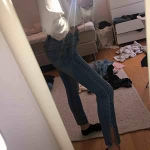 Levis jeans med slits och slitningar helt oanvända medel/hög midja RIKTIGT SNYGGA