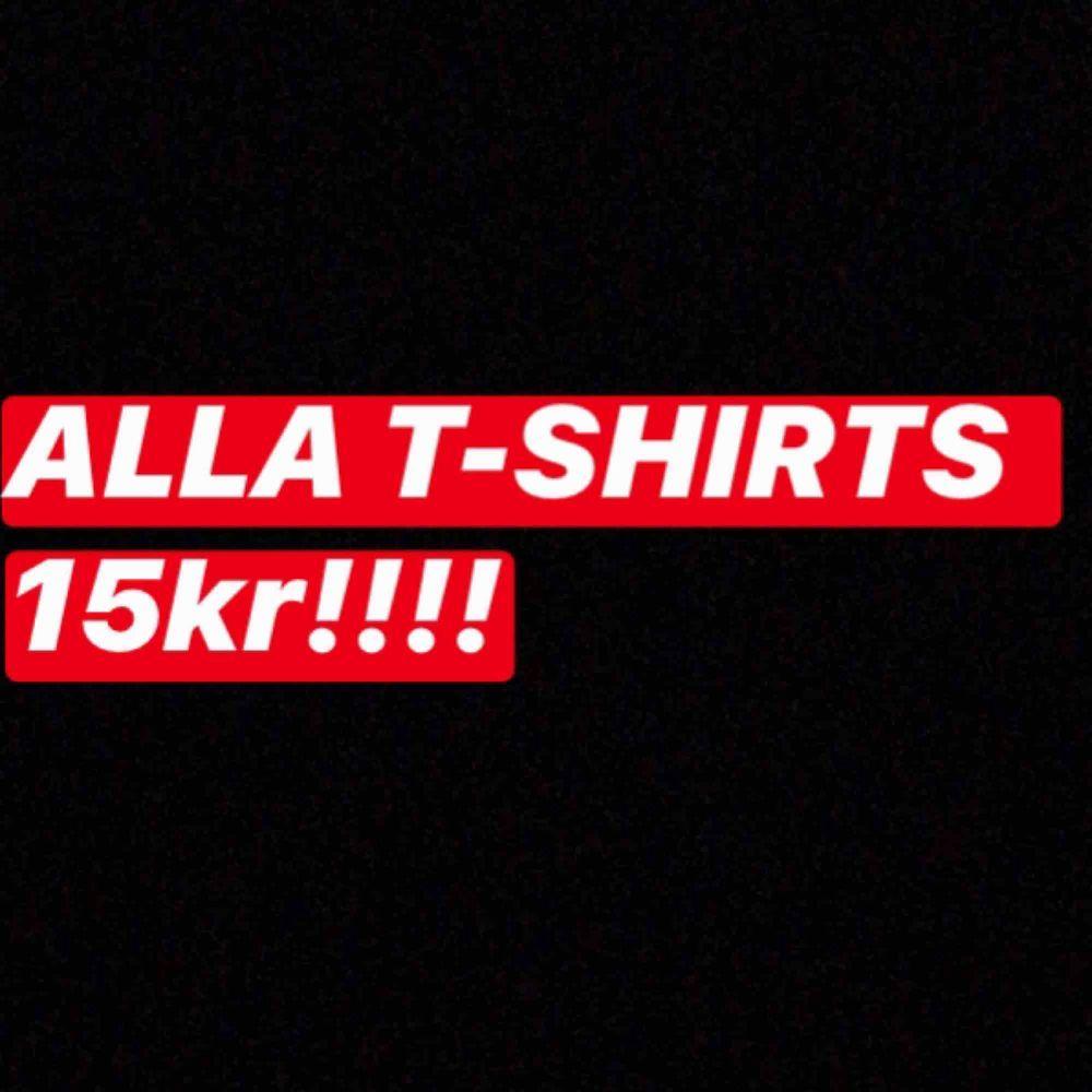 alla t-shirts 15kr styck!!!! ska flytta väldigt snart . Skjortor.