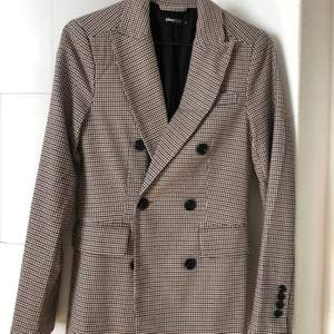 Gina Tricot blazer, perfect conditions, size 34. Shipping included.