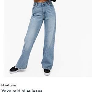 Monki jeans i den populära modellen Yoko   säljer mina då dem är en aning för små   orginal priset är 400kr   frakten är inräknad i priset 🥰