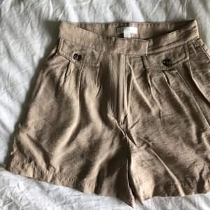 """Supersnygga beigea """"safari"""" shorts från HM - ALDRIG ANVÄNDA! Skickas mot fraktavgift eller möts upp i Göteborg 🌸"""