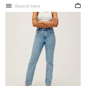 Säljer mina straight/relaxed fit jeans som är dam/unisex modell från Weekday, då de blivit för små. Köpta för 500kr. Bra skick precis som nya! Buda!