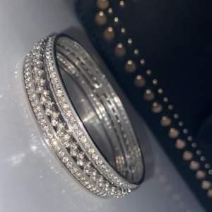 Jättefin glittrig armband nästan som ny!✨ köparen står för frakten✨
