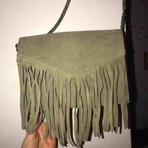 Så himla fin väska i äkta läder från Don Donna. Nästintill oanvänd :) frakt ingår i priset!!!