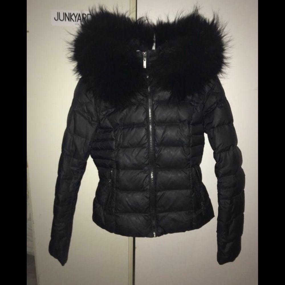 Säljer min rock n blue jacka som är använd 2 vintrar, Storlek 34 (XS) (Bilden är tagen från google men kan få egna privat) 🌸 nypris på jackan är runt 3000kr, köparen står för frakt om vi inte möts . Jackor.