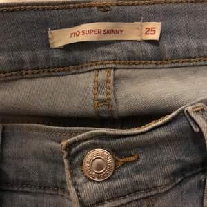 Skit snygga jeans från Levis, tyvär ej kommer till användning längre.