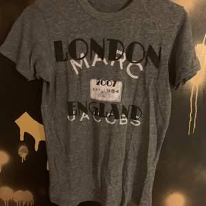 Säljer denna supercoola tshirt från Marc Jacobs som inte går att köpa längre!