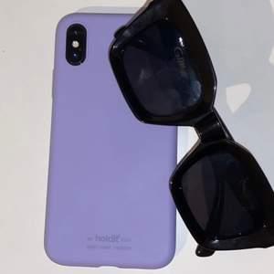 Ett  silikonskal till iPhone X från holdit i färgen lavendel (2a bilden är samma skal fast till iPhone 11 som ej är till salu). Knappt använt. Köparen står för frakten 💕