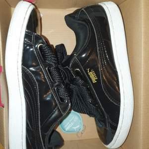 Jättefin svarta puma skor som jag använder inte längre pga jag fick nya skor, köpte för 2-3 månader sen och använd 2 gånger max:) I storlek 36❤️ (200kr+frakt)