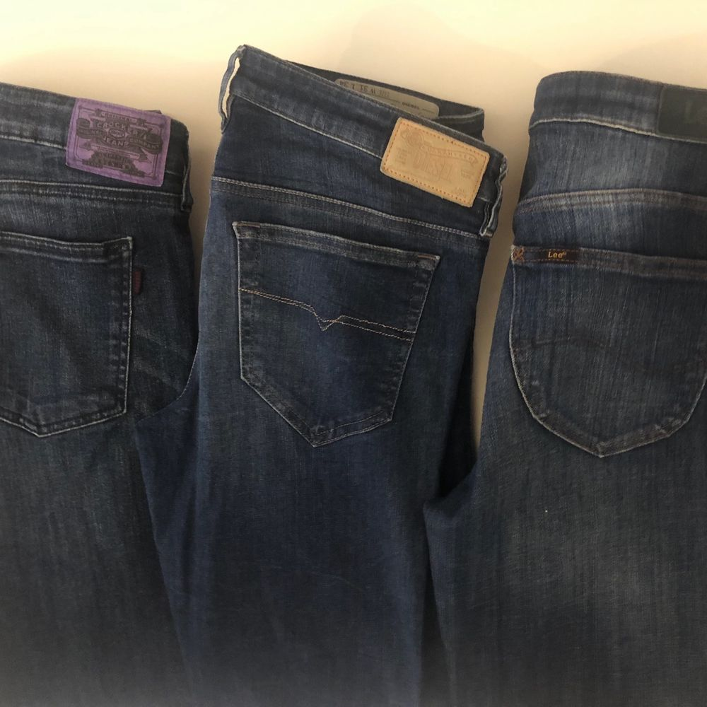 Tre liknande modeller av jeans men av olika märken och storlekar!🤠    Crocker jeansen: strl 29/32 (på bild 3)    Diesel jeansen: strl 31/34    Lee jeansen: strl 29/31    KÖP ALLA FÖR 150 + frakt eller styckvis för 70kr + frakt✨ Alla jeans är i nyskick. Jeans & Byxor.