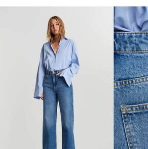 Säljer dessa jeans i modellen Idun från ginatricot, det är egen gjorda hål i knäna. Dom är i storlek 36 och sitter jätte bra i längden på mig som är 174. Kan mötas upp i Stockholms området eller skickas. Skriv jätte gärna för egna bilder😊