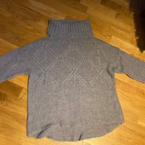 Jätte fin stickad polo tröja från Lager 157 i storlek S. Den kommer aldrig till användning och är nästan aldrig använd. Köparen står för frakt💞💞